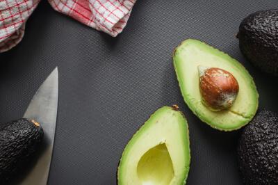 Antioxidantien in Avocados beugen trockener Haut vor