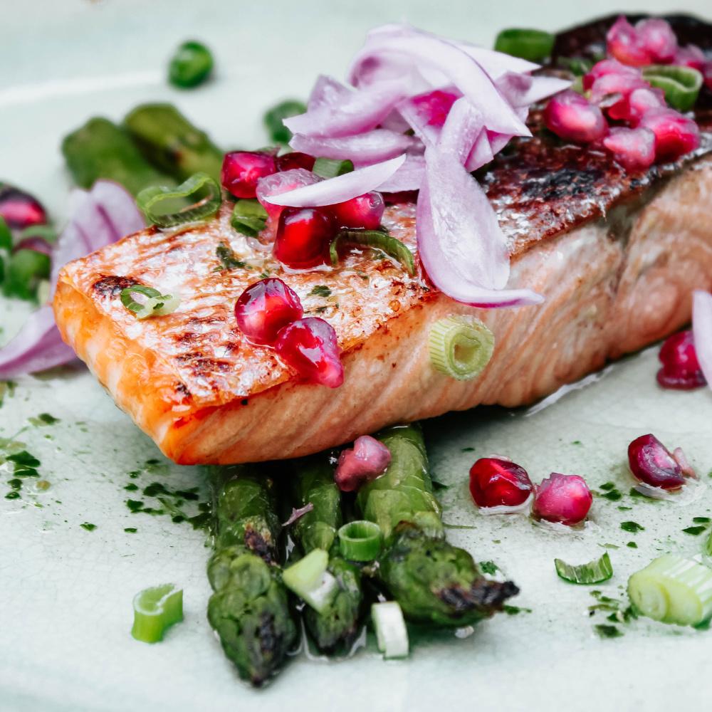 Lachs enthällt viele hautgesunde Omega 3-Fettsäuren