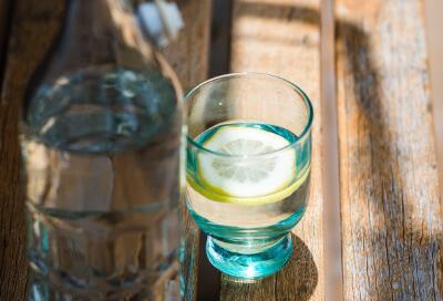 Ausreichend trinken – wichtig bei trockener Haut